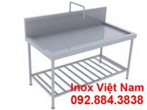 ban-bep-inox-304-co-voi-nuoc