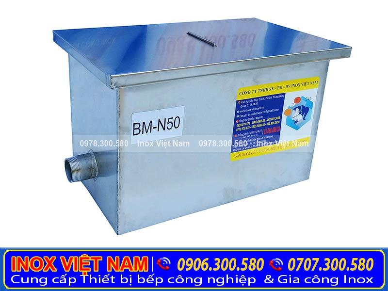 Bẫy mỡ inox, hộp tách mỡ gia đình 50 lít với kiểu dáng đẹp.Một thiết bị bếp inox công nghiệp cao cấp giúp xử lý nước thải hiệu quả.