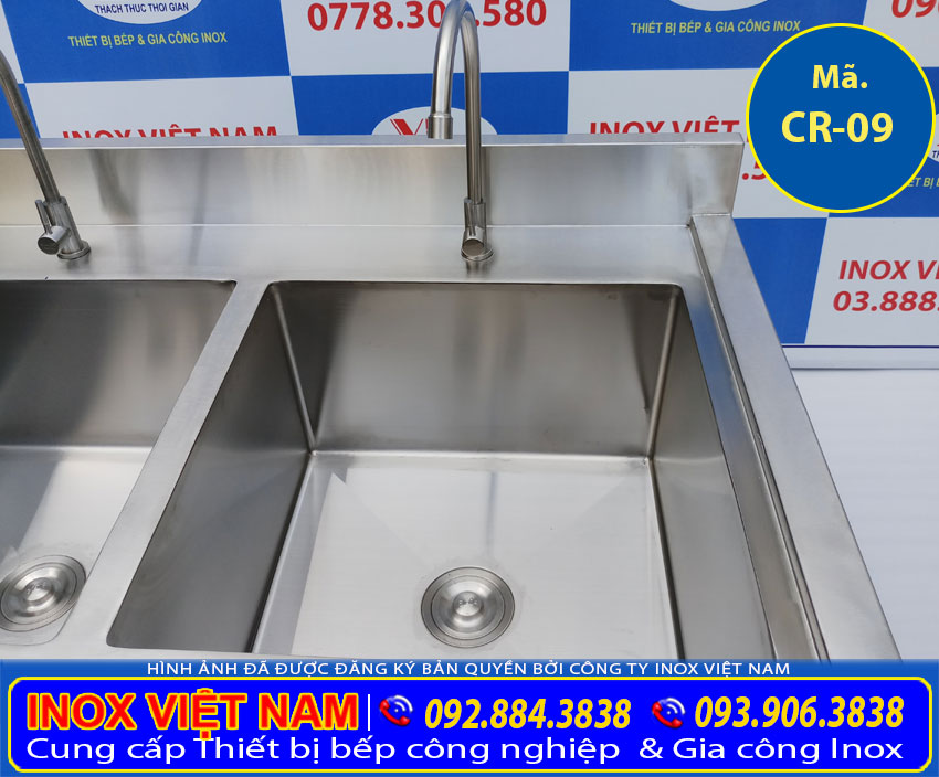 Kích thước chậu rửa công nghiệp, hộc chậu rửa đôi inox sâu rộng. Cùng với chất liệu inox 304 cao cấp bền đẹp. ( Ảnh thật tế).