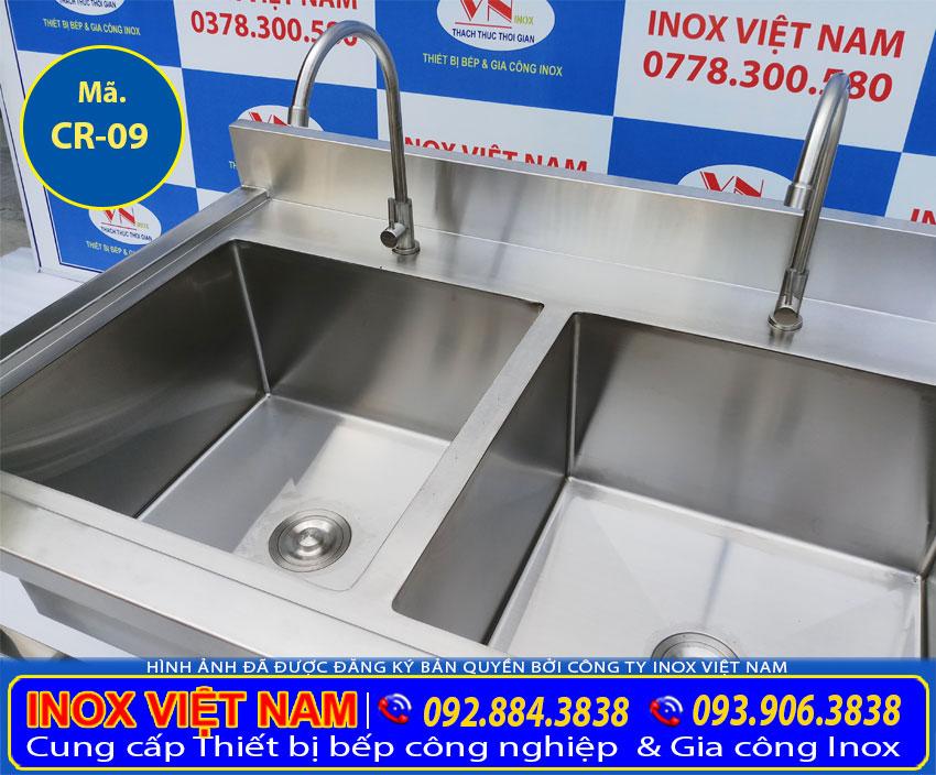 Chậu rửa inox 304, chậu rửa bát inox 304, bồn rửa chén inox 2 ngăn, bồn rửa chén inox có chân, chậu rửa công nghiệp với chất liệu inox 304 bền đẹp, thẩm mỹ. (Ảnh thật tế).