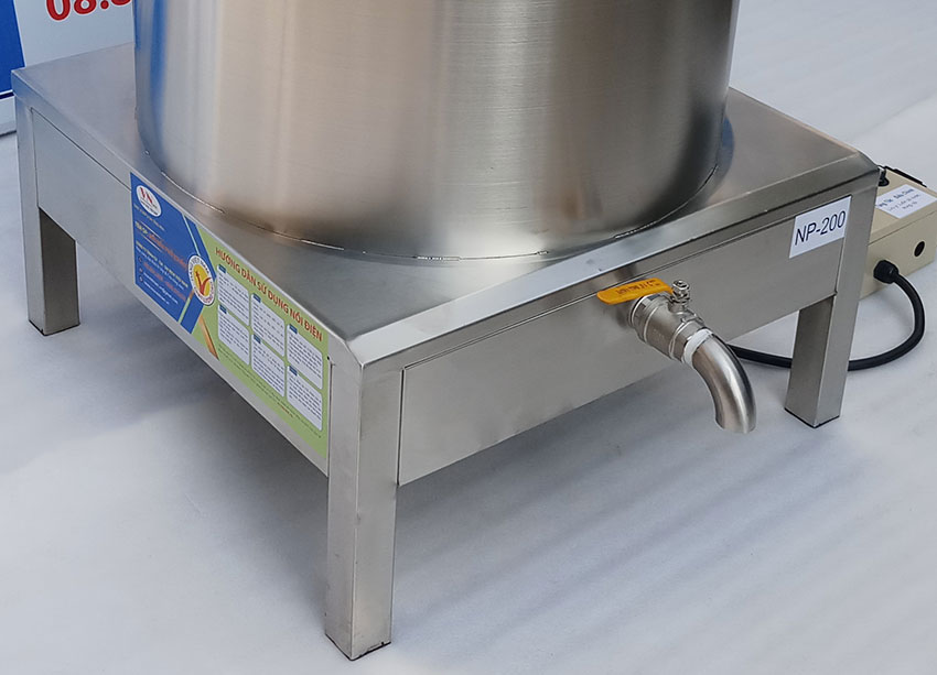 Chân đế nồi nấu phở bằng điện 200L. Được gia công từ chất liệu inox 304 cao cấp.