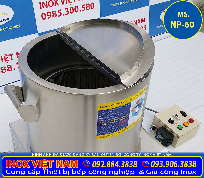 Nồi điện nấu phở 60L được cấu tạo từ 2 lớp inox. Ở giữa là foam cách nhiệt giúp nồi nấu phở điện, nồi nấu hủ tiếu điện, nồi ninh xương bằng điện. Không bị mất nhiệt trong quá trình sử dụng.