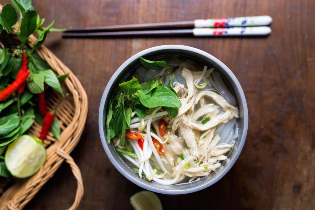 Phở là món ăn dân dã vô cùng quen thuộc với biết bao thế hệ người Việt.