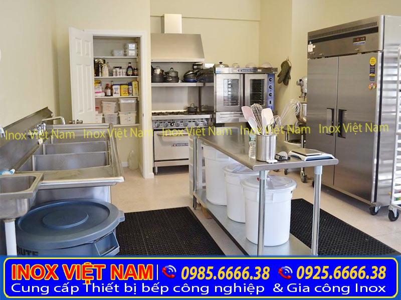 Bàn ăn inox, bàn sơ chế inox, bàn bếp inox, bàn inox phù hợp với mọi không gian.