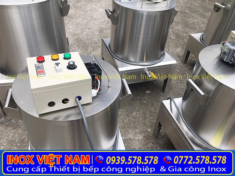 Nồi điện nấu phở được làm từ vật liệu được làm từ 100% Inox 304 chống tét, chống rỉ, độ bền và độ chịu mặn cao.