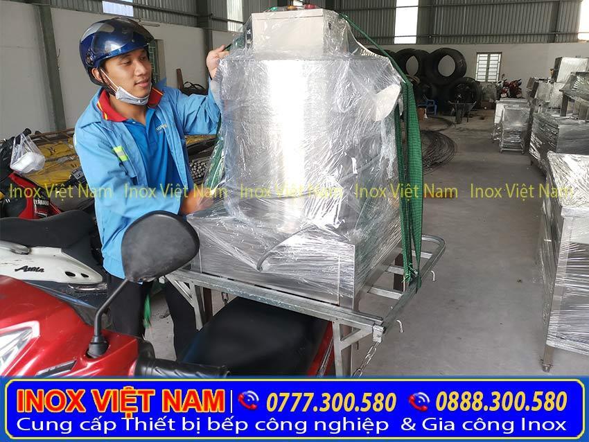 Hình ảnh giao hàng thật tế Nồi điện nấu phở của Inox Việt Nam đến tay khách hàng.