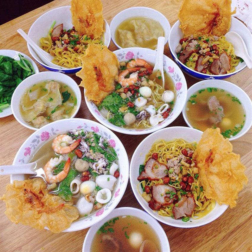 Cách nấu nước lèo hủ tiếu người Hoa thơm ngon đơn giản.