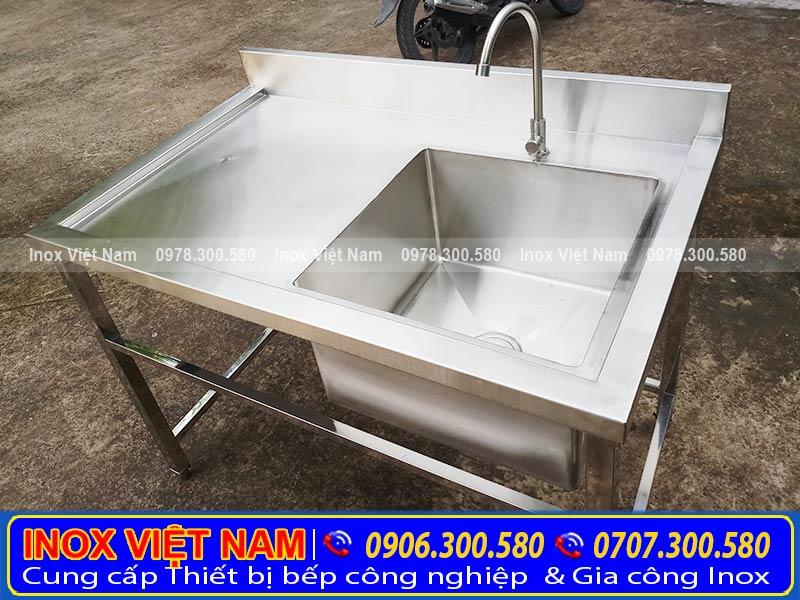 Thiết bị bếp inox công chuyên cung cấp các loại chậu rửa chén inox công nghiệp và thiết bị inox bếp nhà hàng giá rẻ tại tphcm.