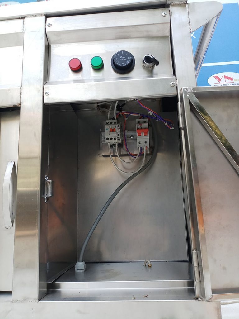Tủ điện của tủ giữ nóng thức ăn.