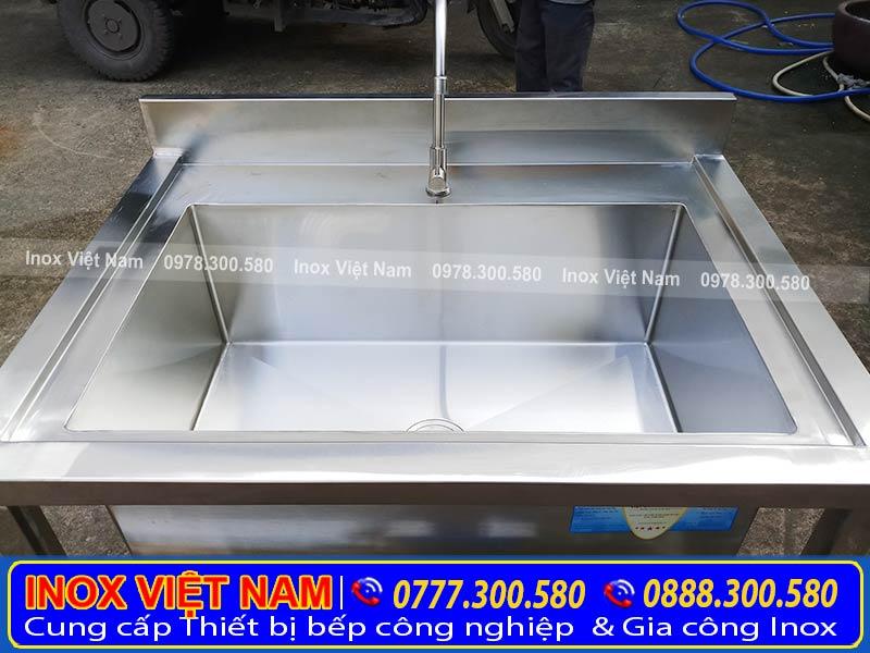 Bồn rửa chén 1 ngăn lớn, chậu rửa inox đơn loại lớn với chất liệu inox 304 cao cấp, sang trọng.