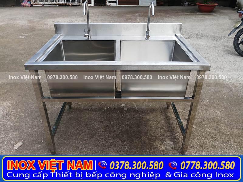 Thiết bị bếp inox công nghiệp địa chỉ chuyên cung cấp chậu rửa công nghiệp. Với kiểu dáng công nghiệp, chất liệu inox 304 sang trọng.