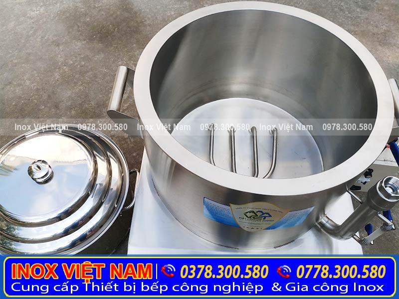 Thanh nhiệt nồi hấp cơm tấm bằng điện được làm từ 100% chất liệu inox 304. Đảm bảo vệ sinh an toàn thực phẩm, không lo bị gỉ sét, hoen ố, ngả vàng. Giúp làm nóng nước bên trong nồi hấp điện.