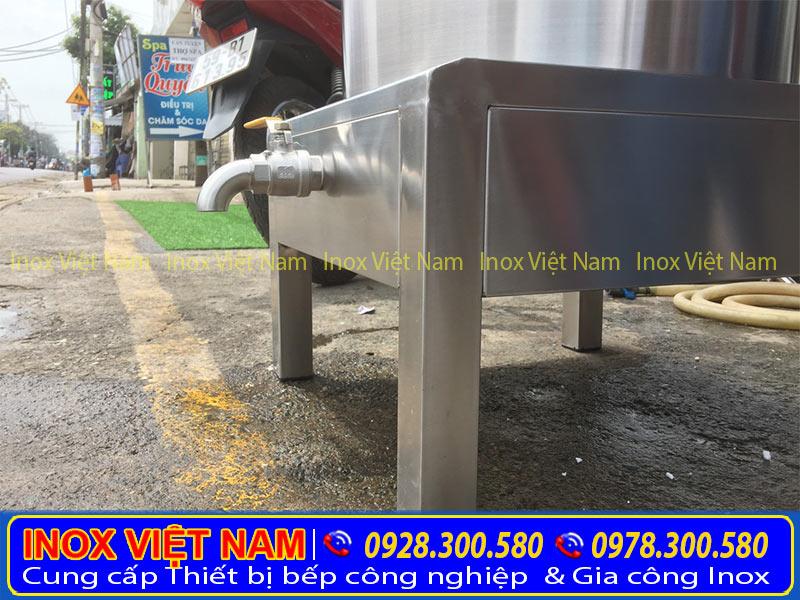 Phần chân đế nồi nấu phở bằng điện. Với chất liệu inox 304 cao cấp sang trọng.