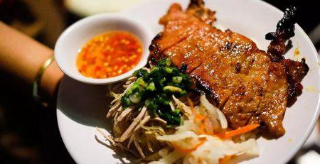 Món thịt nướng sẽ ngon hơn nếu sử dụng bếp nướng than inox cao cấp của Thiết bị bếp inox công nghiệp.