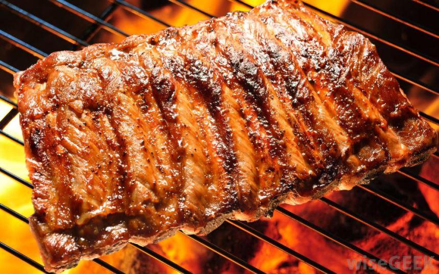Sử dụng lò nướng than inox để nướng thịt. Giúp món thịt nướng thơm ngon hơn, vàng đều hơn.