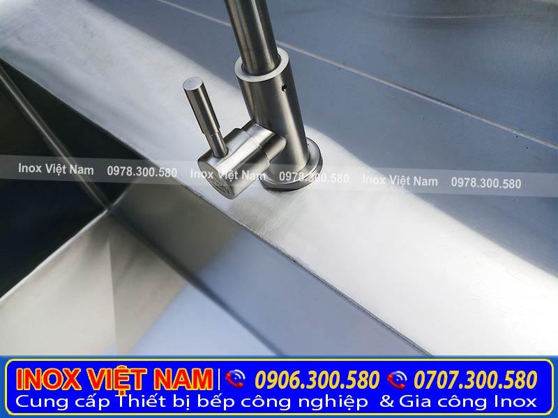 Bàn Inox Có Vòi Nước BAI-13. Với thiết kế thông minh tích hợp thêm vòi nước (Ảnh thật tế).