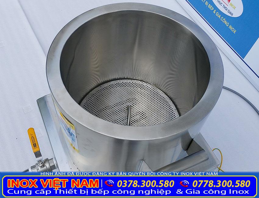 Thân nồi nấu phở bằng điện, nồi hầm xương nấu nước lèo, nồi nấu hủ tiếu điện. Được làm từ chất liệu inox 304 cao cấp.