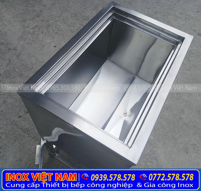 Thùng đá inox, thùng đá âm bàn có vai trò giữ lạnh hiệu quả.