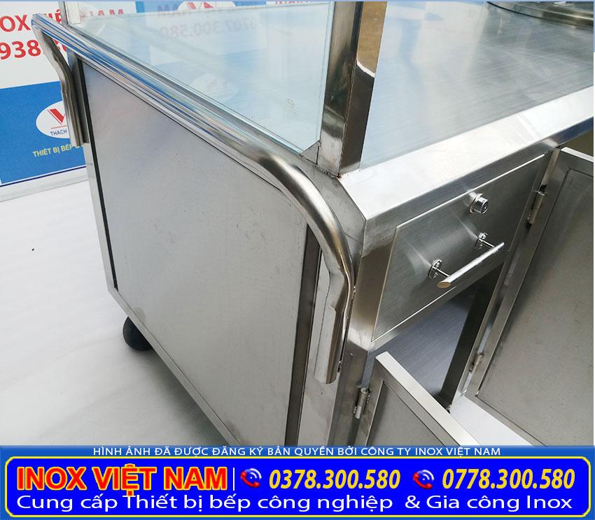 Thiết kế quầy bán phở inox tích hợp nồi nấu nước lèo bằng điện là phần tay cầm cứng cáp bằng inox 304.