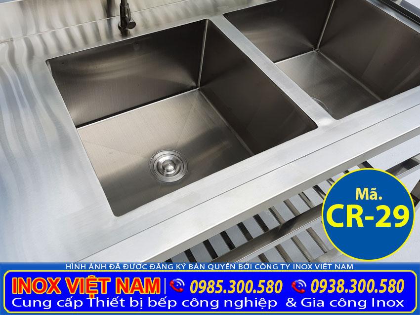 Hình ảnh cận cảnh bồn rửa chén inox 2 ngăn lớn, chậu rửa đôi inox CR-29 (Ảnh thật tế).