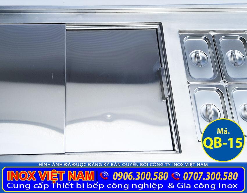 Hình ảnh chi tiết khay inox topping và thùng đá inox âm bàn của bộ 3 [chậu rửa – thùng đá – khay GN] âm quầy QB-15.