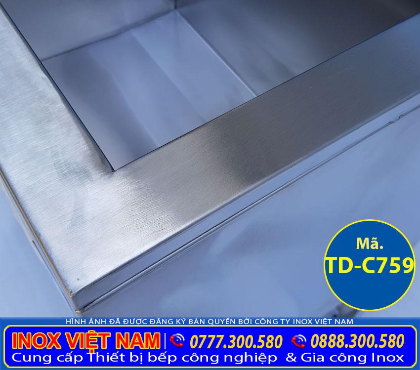 Hình cận cảnh độ dày 5cm chứa foam cách nhiệt của thùng đá inox có chân, thùng đựng đá inox TD-C759 (Ảnh thật tế).