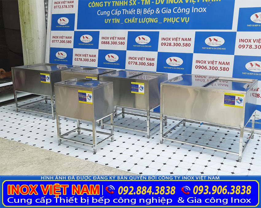 Bộ 5 thùng đá inox có khung chân với kích thước đa dạng theo yêu cầu của khách hàng.
