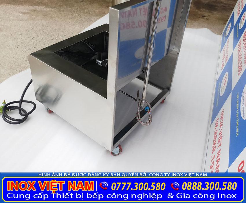 Bếp hầm đơn, bếp gas công nghiệp được làm từ inox 304 cao cấp. Với độ dày của bếp lên tới 1 mm cho đến 1.2 mm chịu nhiệt rất tốt.