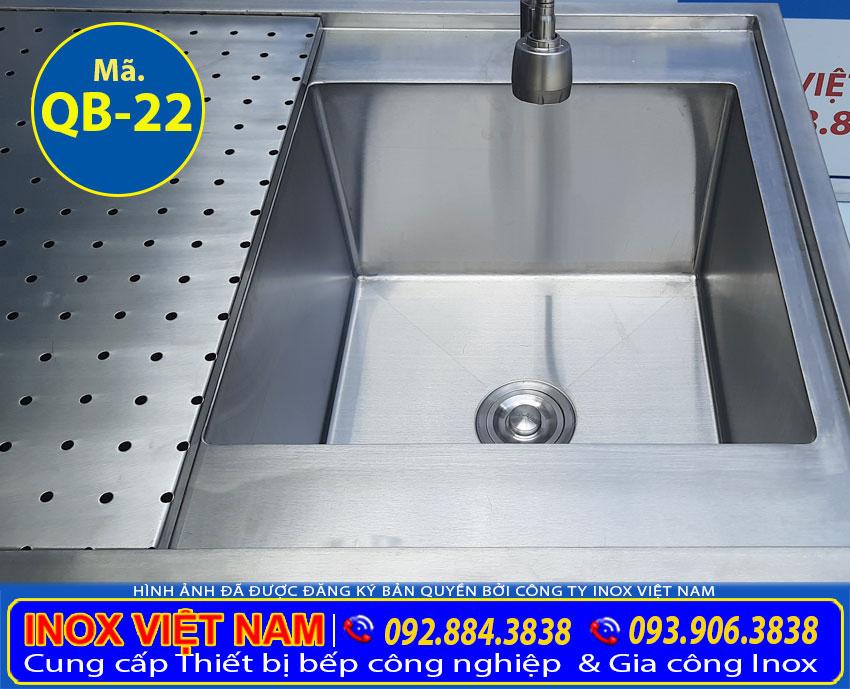 Bồn rửa inox quầy bar, chậu rửa quầy bar được gia công từ chất liệu inox 304 cao cấp bền đẹp.