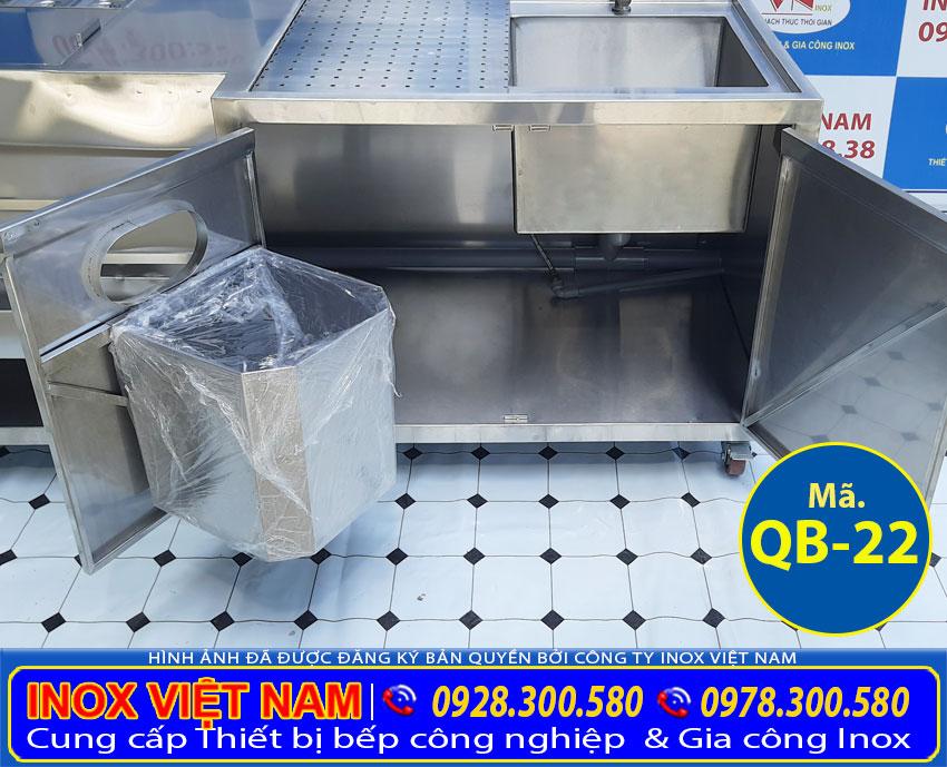 Góc trong ngăn dưới của quầy bar pha chế, quầy pha chế trà sữa inox QB-22.