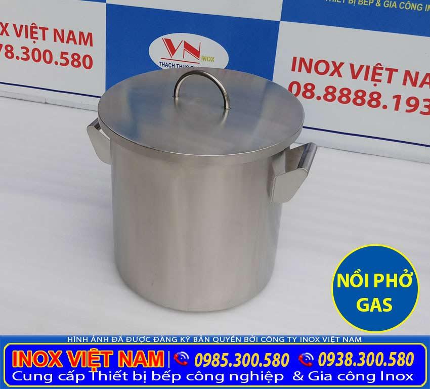 Nồi nấu phở bằng gas được sản xuất bằng inox 304 chất lượng cao cấp. Đảm bảo mẫu mã, độ bền, dễ dàng vệ sinh.