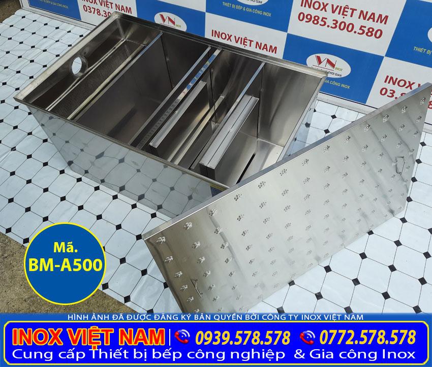 Bên trong của bể tách mỡ âm sàn được chia làm 3 ngăn rộng rãi, cùng bộ phận chính là màng ngăn lọc mỡ.