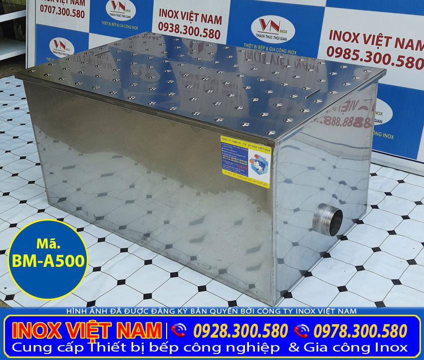Bể tách mỡ âm sàn, bể tách mỡ 3 ngăn được làm bằng chất liệu inox 304 có độ bền cao. Có khả năng chịu lực, chống han gỉ cực tốt.