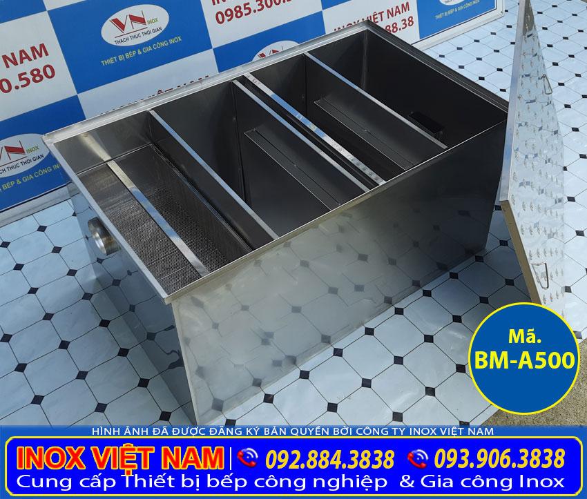 Thân bể tách mỡ inox, bẫy mỡ âm sàn được làm bằng Inox 304, dày 1.0 mm. Lọc mỡ bằng phương pháp đảo chiều dòng chảy của nước.
