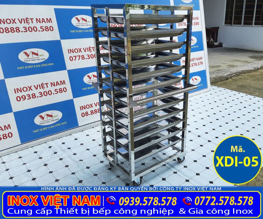 Xe đẩy thức ăn inox 12 tầng hay còn được sử dụng để làm xe đẩy hàng inox. Được sản xuất hoàn toàn từ chất liệu inox 304 cao cấp, sáng bóng, độ bền cao và chống gỉ sét trong thời gian dài.