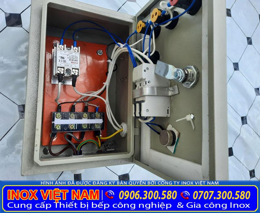 Chi tiết hộp điện điều khiển nồi đun nước sôi bằng điện công nghiệp loại lớn.