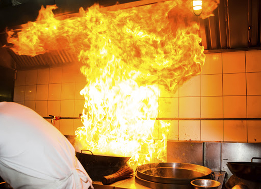 Nguy cơ cháy nổ nhà hàng từ hệ thống gas kém an toàn.