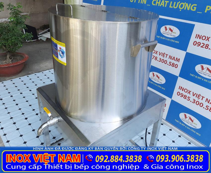 Chi tiết phần tay cầm của nồi đun nước bằng điện   quai cầm nồi nấu nước sôi công nghiệp   tay nắm nồi nấu nước sôi được thiết kế chắc chắn liền khối.