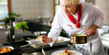Những thử thách của nữ theo nghề đầu bếp phải vượt qua.