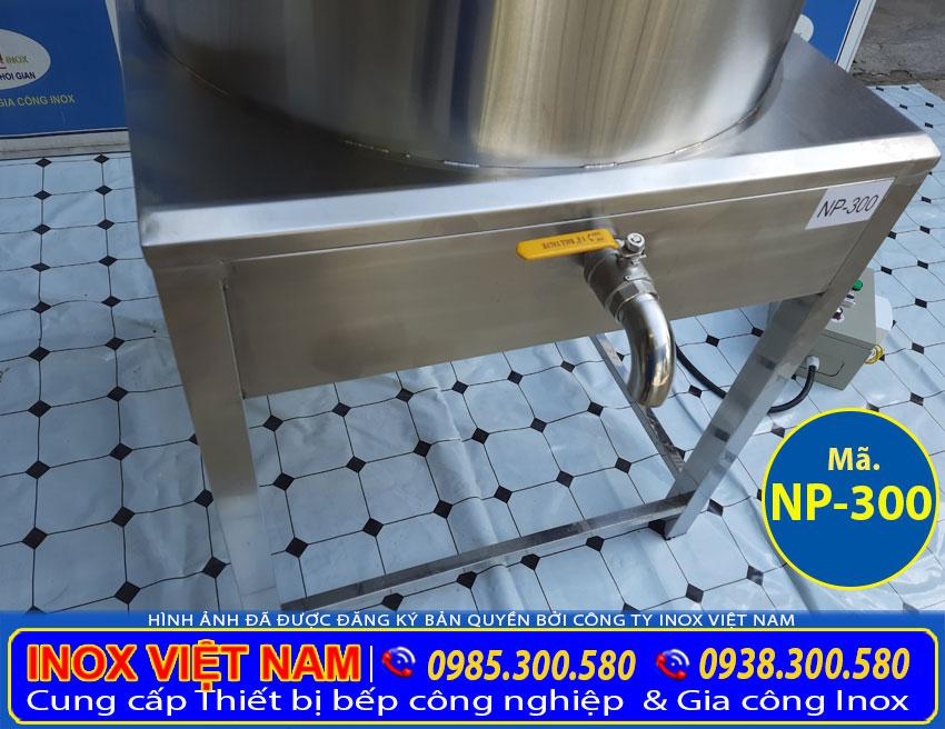 Phía dưới nồi điện nấu phở được trang bị thêm van xả inox. Giúp dễ dàng lấy nước bên trong và vệ sinh nồi nấu bún phở bằng điện sau mỗi lần sử dụng.