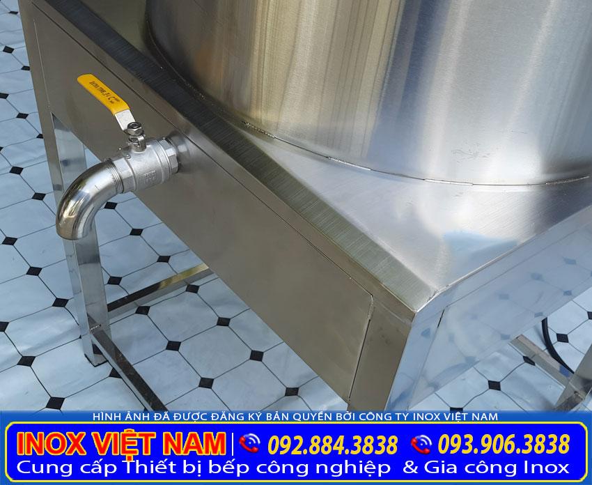 Hệ thống van xả tiện lợi dưới đáy nồi nấu nước bằng điện, nồi nấu nước dùng công nghiệp. Được thiết kế đẹp, sang trọng, dễ dàng vệ sinh. Được sản xuất từ chất liệu inox 304 cao cấp. (Hình ảnh thật tế).