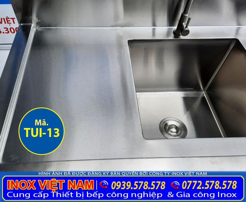 Chi tiết bồn rửa chén của tủ bếp inox công nghiệp TUI -13