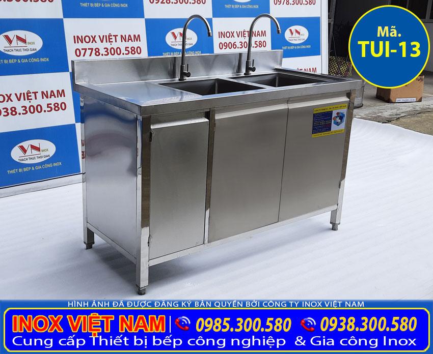 Tủ bếp inox có chậu rửa inox với thiết kế đẹp, chất liệu inox 304 cao cấp sang trọng.