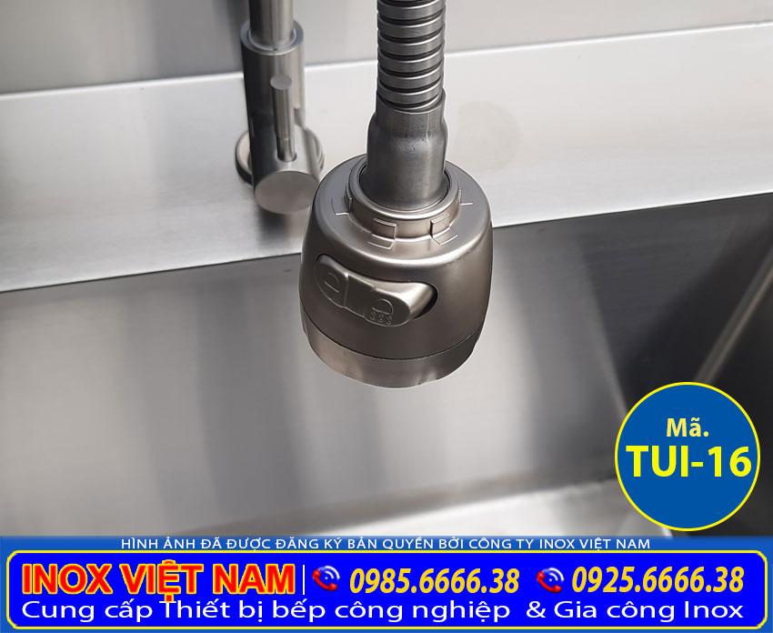 Vòi xả chậu rửa công nghiệp được sản xuất từ chất liệu inox 304 cao cấp an toàn vệ sinh thực phẩm.
