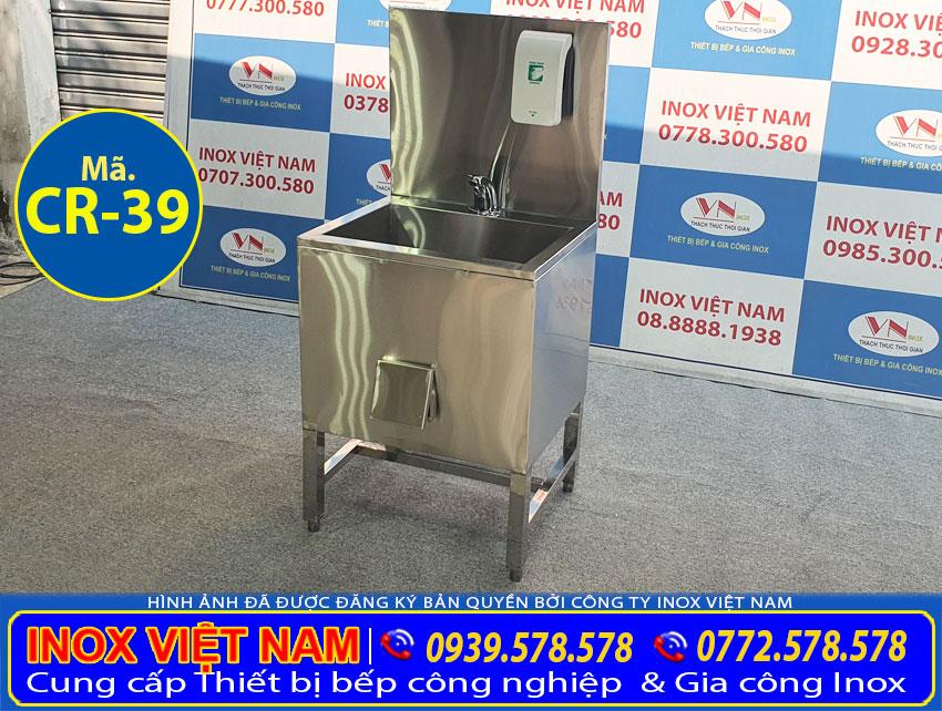 Gia công và sản xuất bồn rửa chén đơn có chân kèm bình đựng xà phòng với kích thước và kiểu dáng theo yêu cầu.