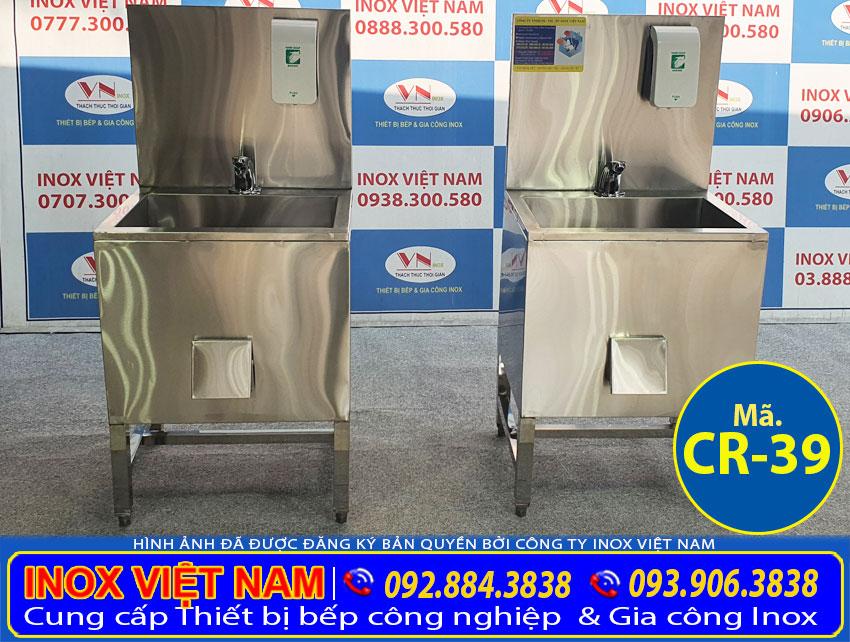 Chậu rửa inox đơn có bình xà phòng CR-39 được gia công sản xuất từ chất liệu inox 304 cao cấp, bền đẹp theo thời gian.