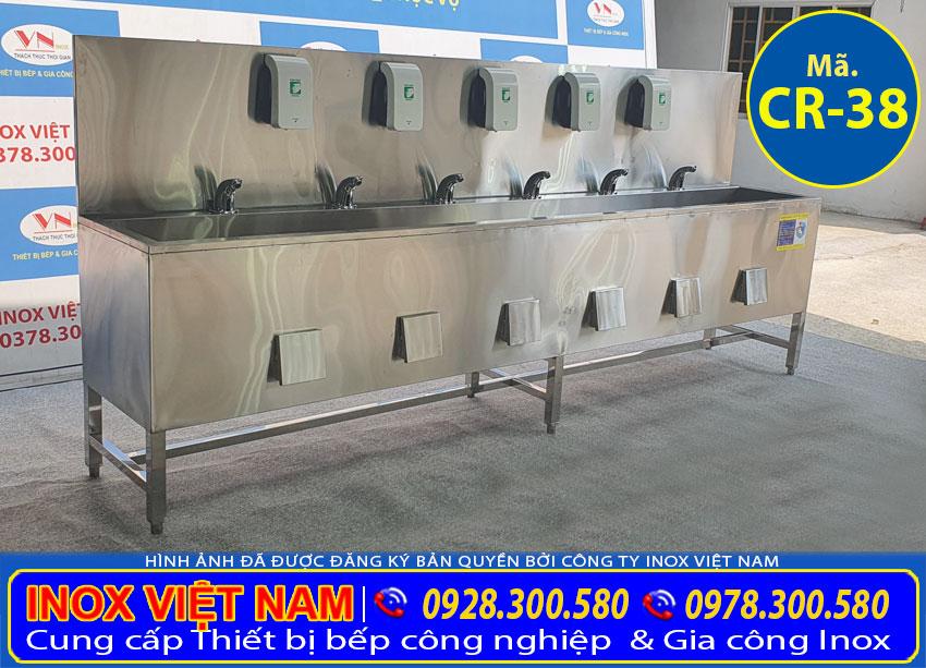 Gia công chậu rửa inox công nghiệp với kích thước theo yêu cầu đơn đặt hàng.