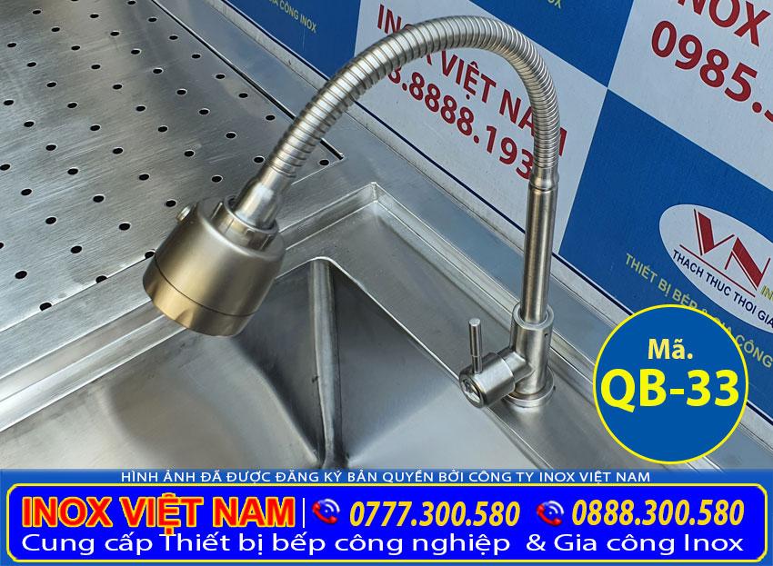 Chi tiết phần vòi xả nước quầy bar inox.