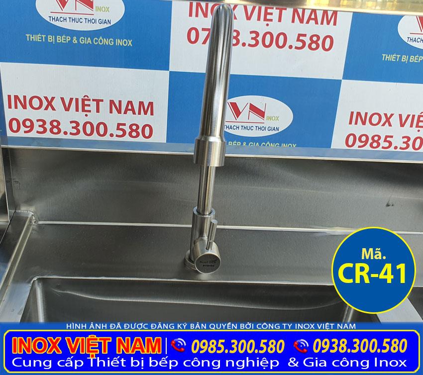 Vòi xả nước bồn rửa chén inox 2 ngăn có kệ trên.