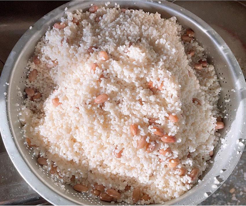Nếp và lạc là những nguyên liệu để nấu món xôi lạc ngon.